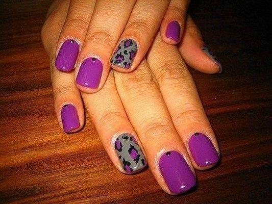 фіолетові короткі нігті