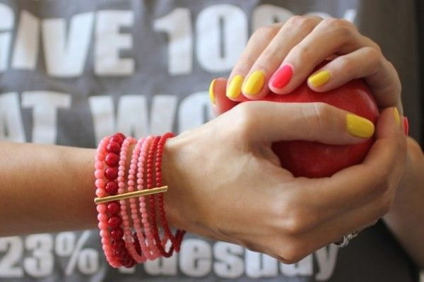 рожево-жовті нігті