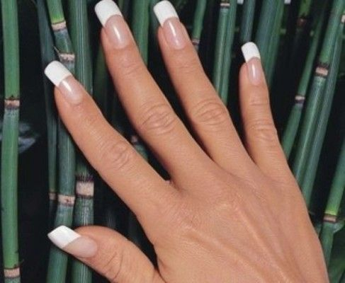 класичний френч на квадратних нігтях
