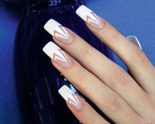 білий малюнок на нігтях