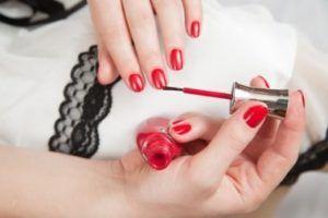 Де навчитися манікюру і дизайну нігтів?