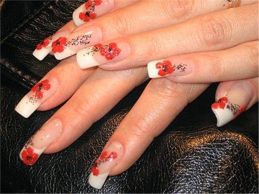 французький манікюр з червоними квітами