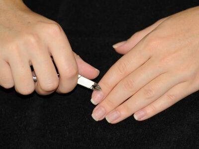 Лак для нігтів котяче око