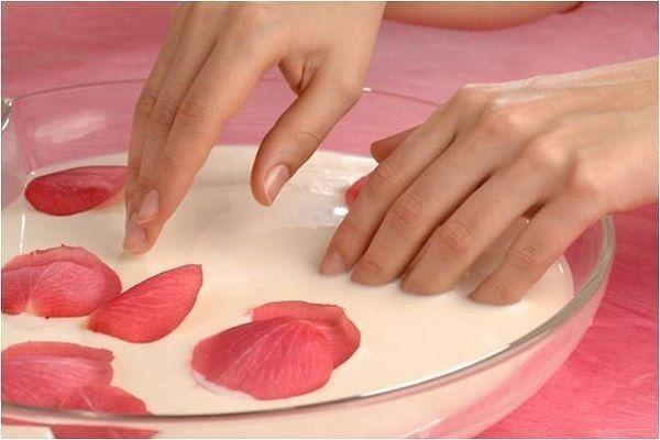 Як можна зміцнити нігті в домашніх умовах?
