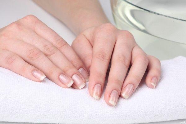 Як самостійно зняти нарощені нігті