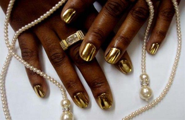 золото на нігтях