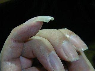 Нанесення лаку на нігті