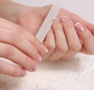 Причини і лікування розшарування нігтів