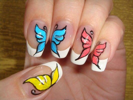 метелик на нігтях