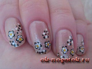 Малюнок на нігтях за допомогою дотса «чорно-білі квіти»