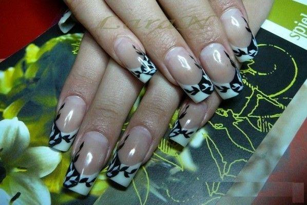 Поради щодо використання трафаретів для дизайну нігтів