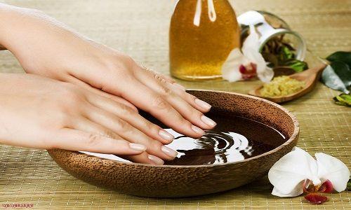 Зміцнююча ванночка для нігтів з сіллю і йодом