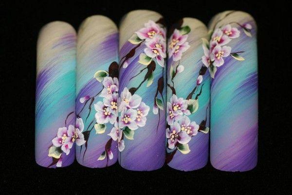 сакура на нігтях