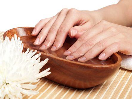 Зміцнююча ванночка для зростання нігтів
